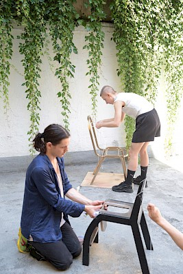 DIY workshop: Clitorian reading chairs von Katharina Merten & Thea Reifler